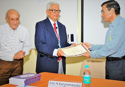 Prof Karunanayake receiving TWAS award